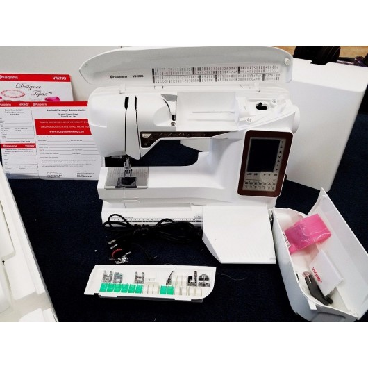 Viking DESIGNER TOPAZ 40 Sewing and Embroidery Machine